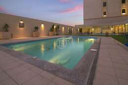 Noon Hotel Suites